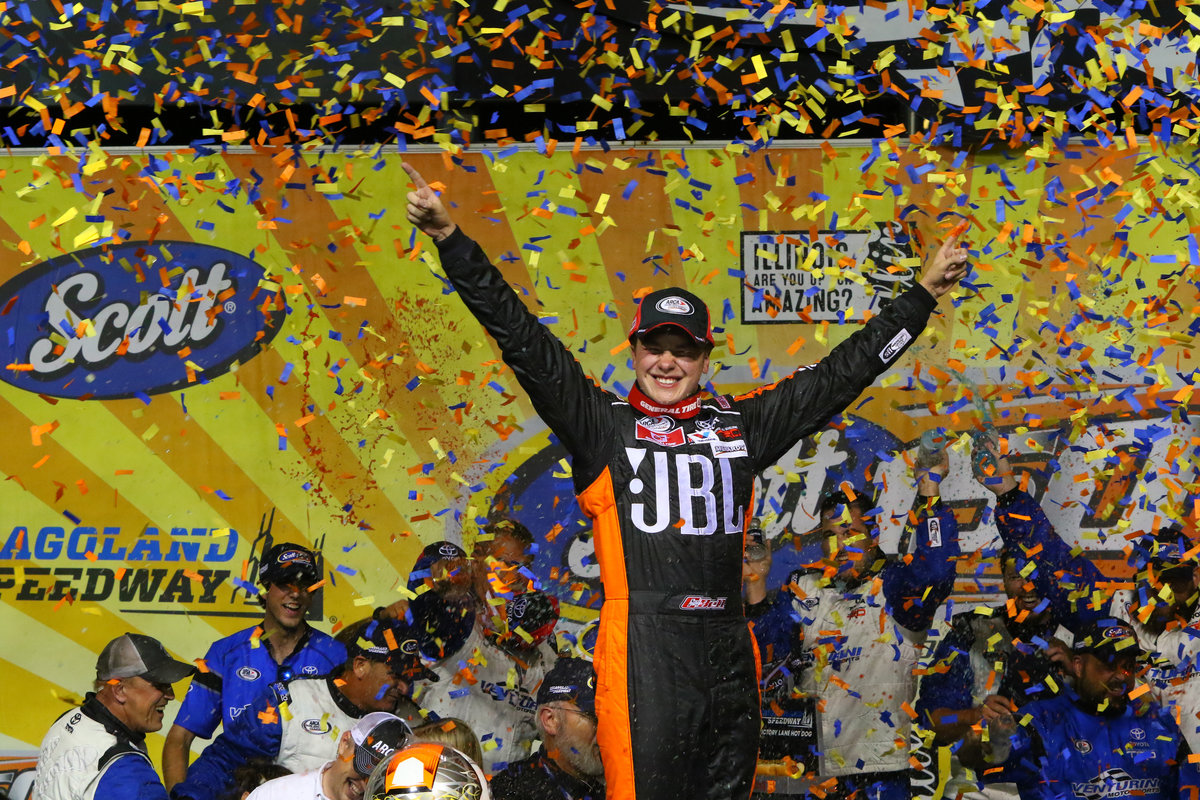 """Video: """"Bell Wins at Chicagoland!"""" Last Laps of the SCOTT 150 '17"""