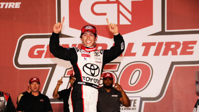 Jones holds off hard charge from Herbst to win thriller at Charlotte