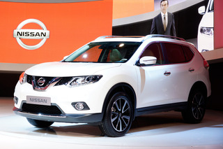 2014 Nissan Rogue Front View 02