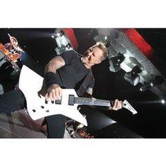 Dv019 Jpg Regular H70587 James Hetfield Playing Snakebyte