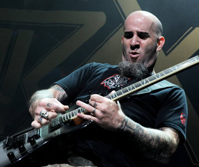 Scott Ian Slayer Megadeth Anthrax Perform 25r Bdk Gg3osx