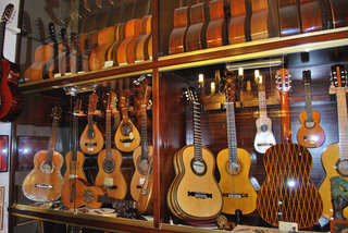 Felix Manzanero Antique Guitars