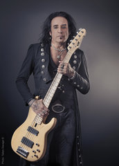 Marco Mendoza Black Star Riders   Tallee Savage