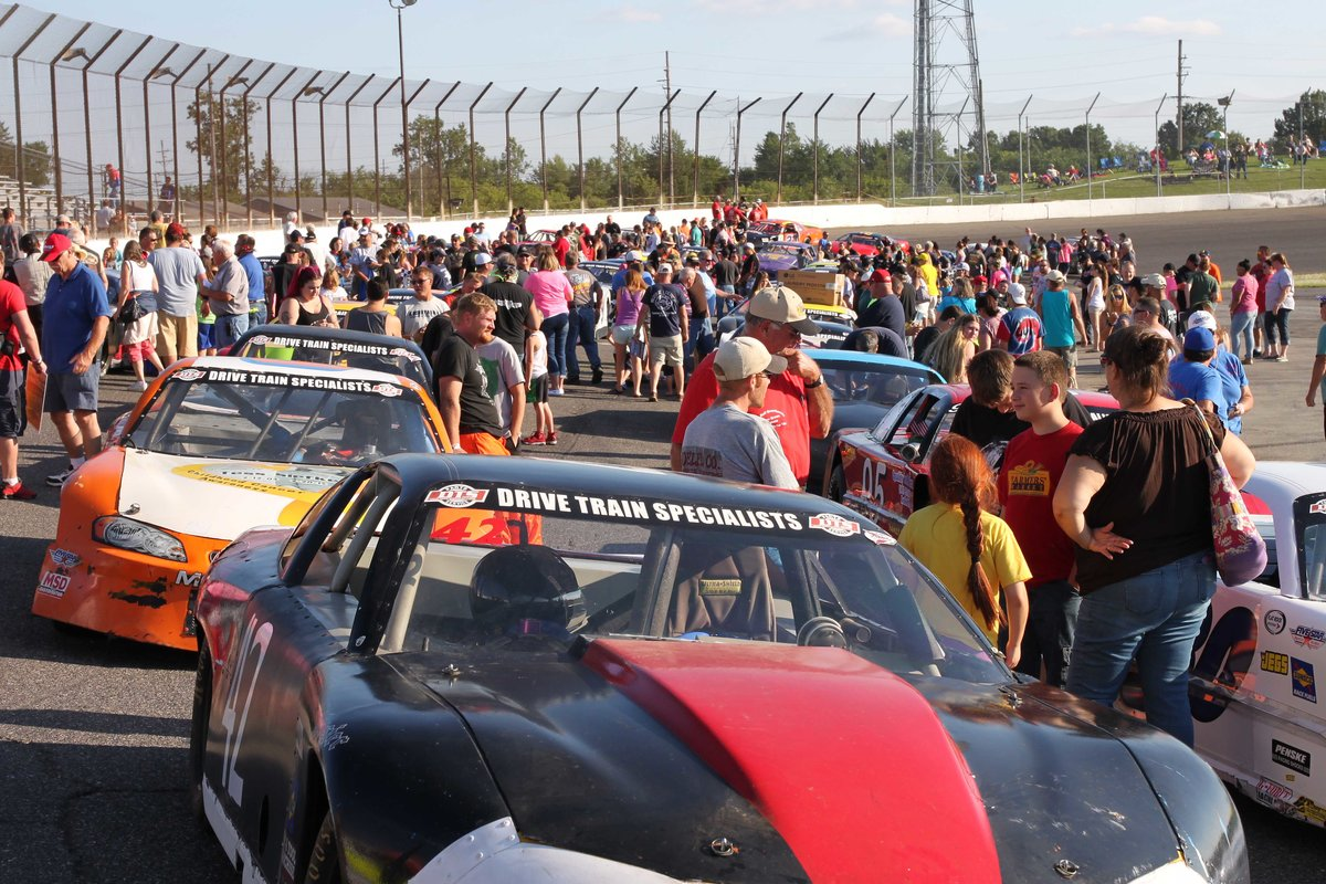 AUTOGRAPH NIGHT SATURDAY AT FLAT ROCK—MEET THE DRIVERS!